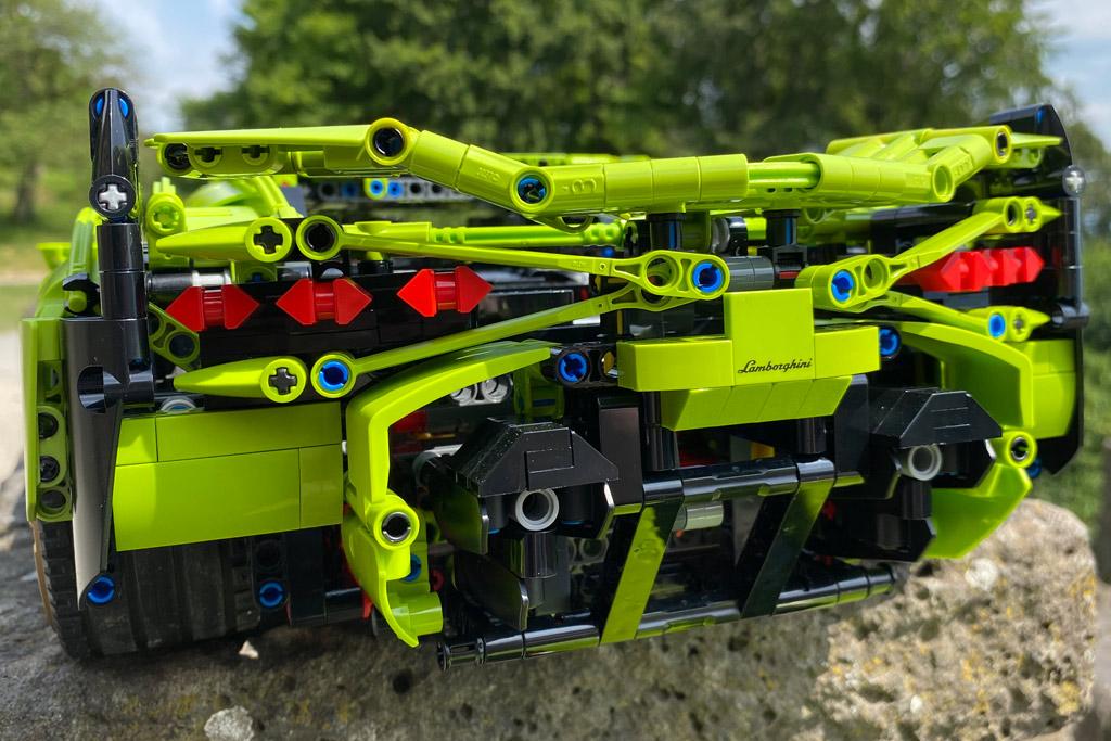 lego-technic-42115-lamborghini-sian-fkp-37-2020-heck-2-kassel-zusammengebaut-matthias-kuhnt zusammengebaut.com