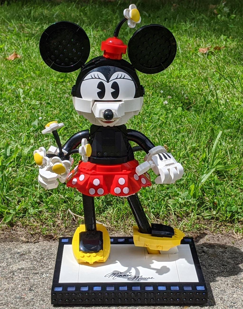 lego-43179-disney-mickey-mouse-minnie-mouse-2020-front-minnie-sonne-zusammengebaut-andres-lehmann zusammengebaut.com