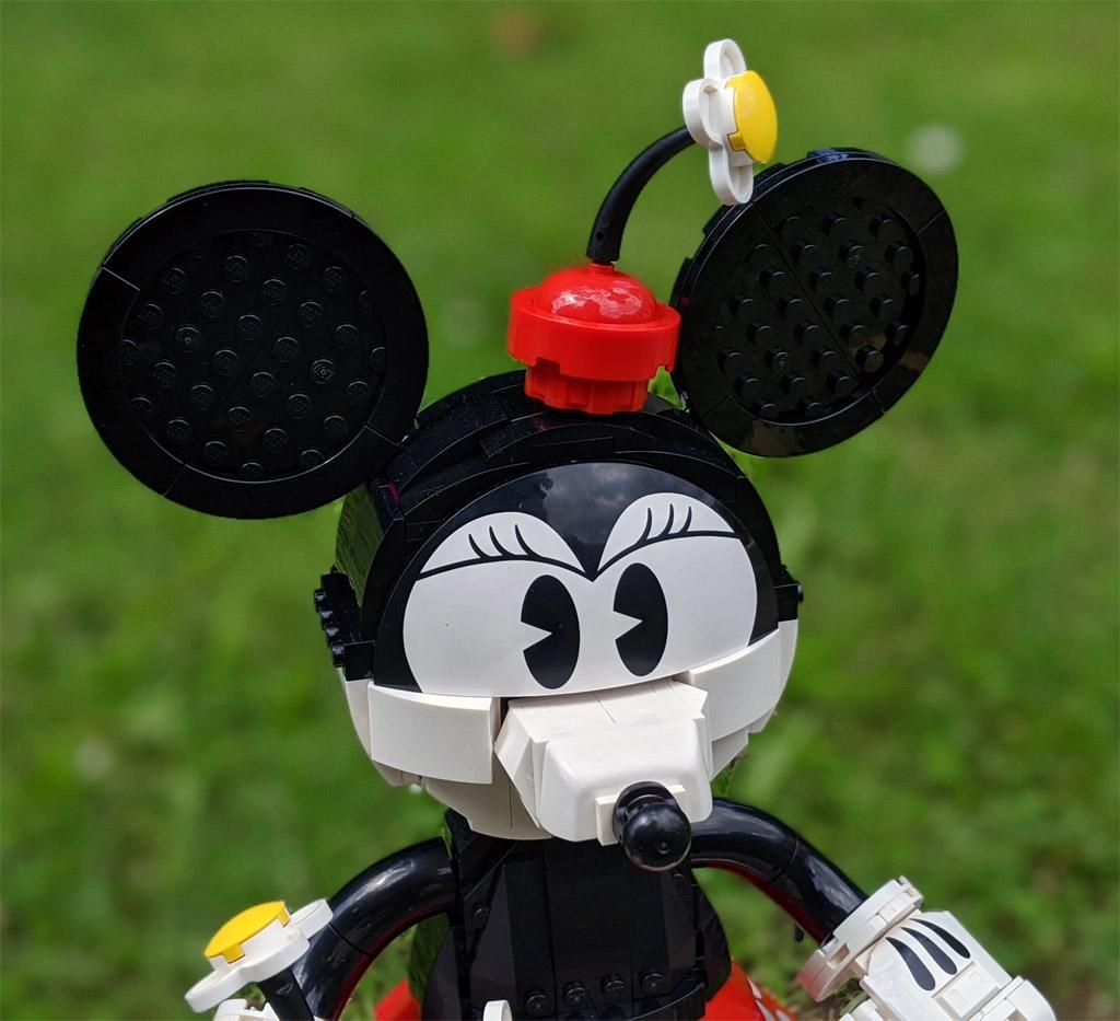 lego-43179-disney-mickey-mouse-minnie-mouse-2020-gesicht-minnie-sonne-zusammengebaut-andres-lehmann zusammengebaut.com