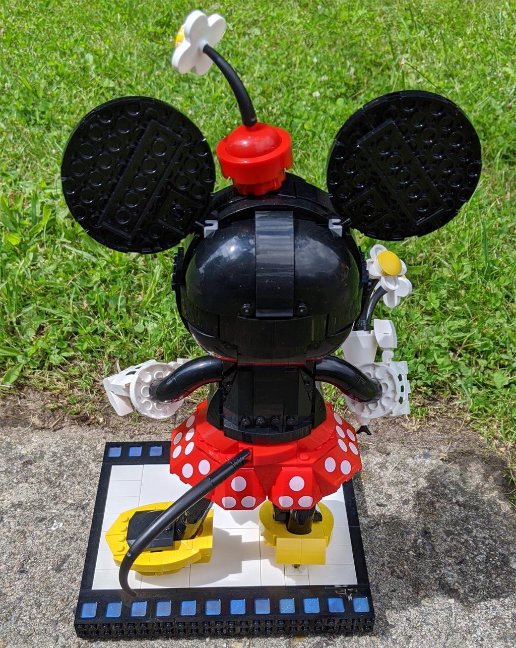 lego-43179-disney-mickey-mouse-minnie-mouse-2020-minnie-rueckseite-sonne-zusammengebaut-andres-lehmann zusammengebaut.com