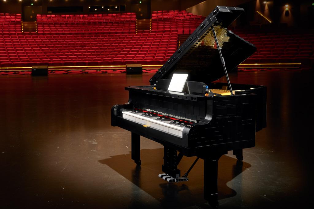 lego-ideas-21323-grand-piano-klavier-fluegel-2020-konzertsaal zusammengebaut.com