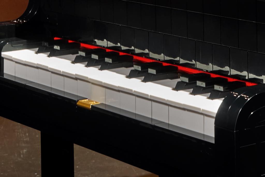 lego-ideas-21323-grand-piano-klavier-fluegel-2020-tasten zusammengebaut.com