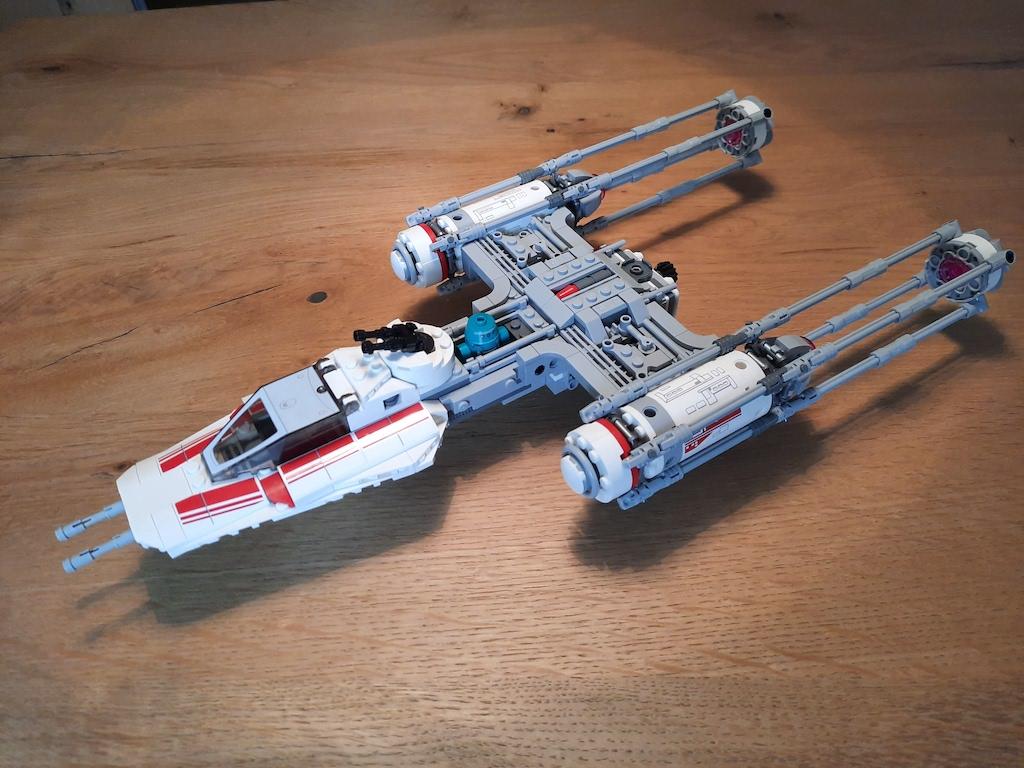 lego-star-wars-75249-widerstands-y-wing-starfighter-drinnen-2020-zusammengebaut-max-mohr zusammengebaut.com