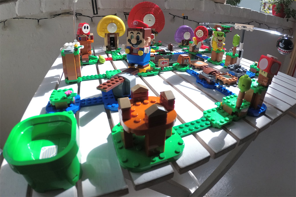 lego-super-mario-71360-abenteuer-mit-mario-2020-2-zusammengebaut-grizzlybeere zusammengebaut.com