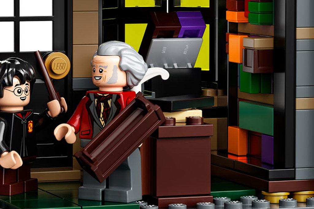 lego-harry-potter-75978-winkelgasse-2020-box zusammengebaut.com