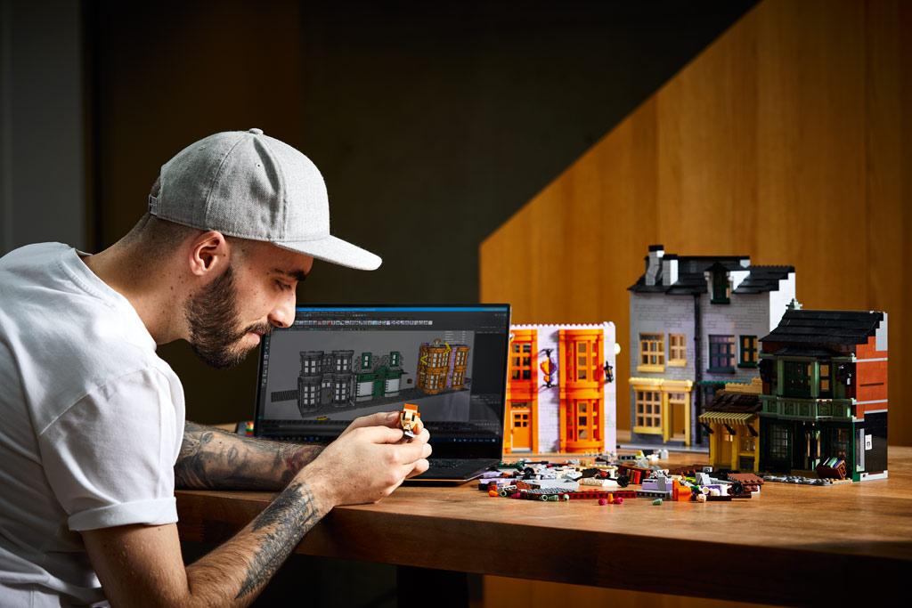 lego-harry-potter-75978-winkelgasse-2020-designer-marcos-beassa-seite zusammengebaut.com