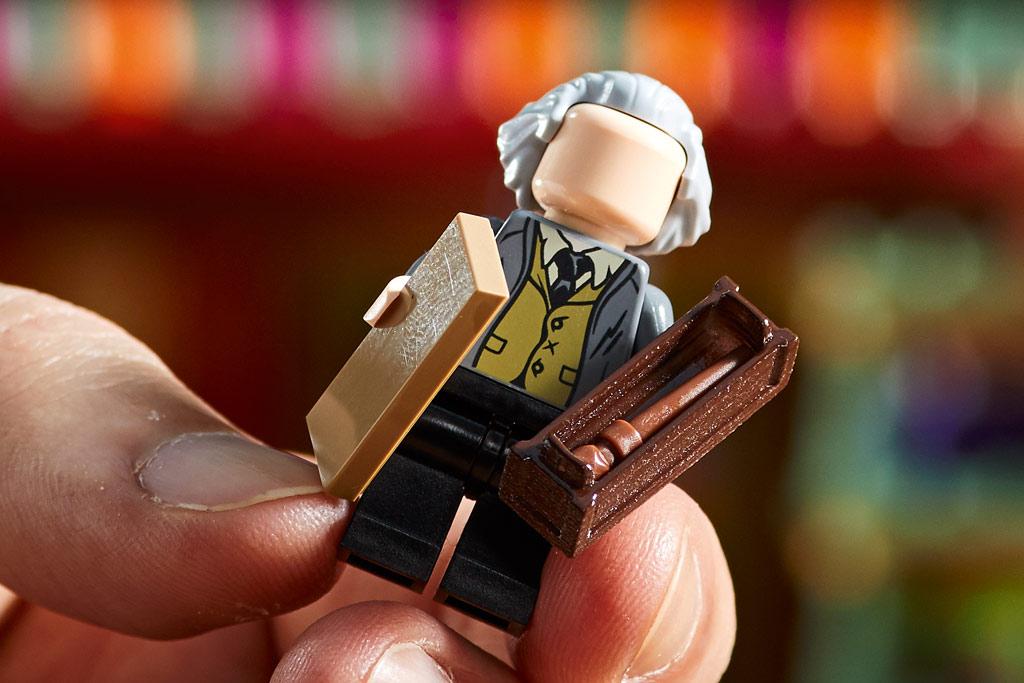 lego-harry-potter-75978-winkelgasse-2020-inhalt-5 zusammengebaut.com