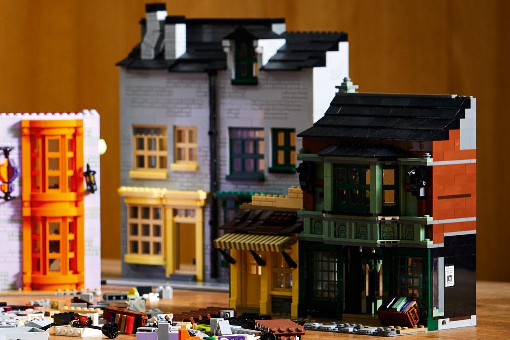 lego-harry-potter-75978-winkelgasse-2020-seite-details zusammengebaut.com