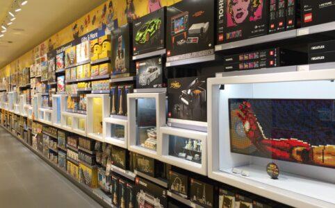 lego-store-duesseldorf_right-side-2 zusammengebaut.com