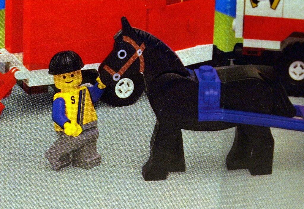 Minifigur und Pferd.