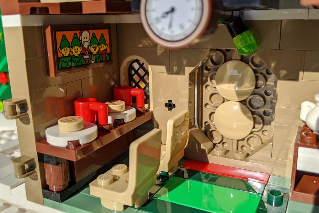 LEGO 18+ 10275 Elfen-Klubhaus PC Tisch