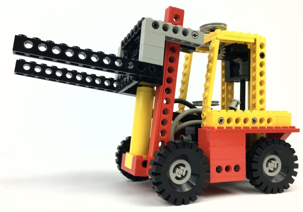 lego-technic-8843-gabelstapler-2020-zusammengebaut-andre-micko zusammengebaut.com