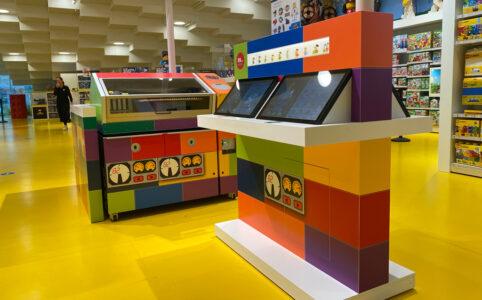 minifiguren-fabrik-lego-house-store-1 zusammengebaut.com