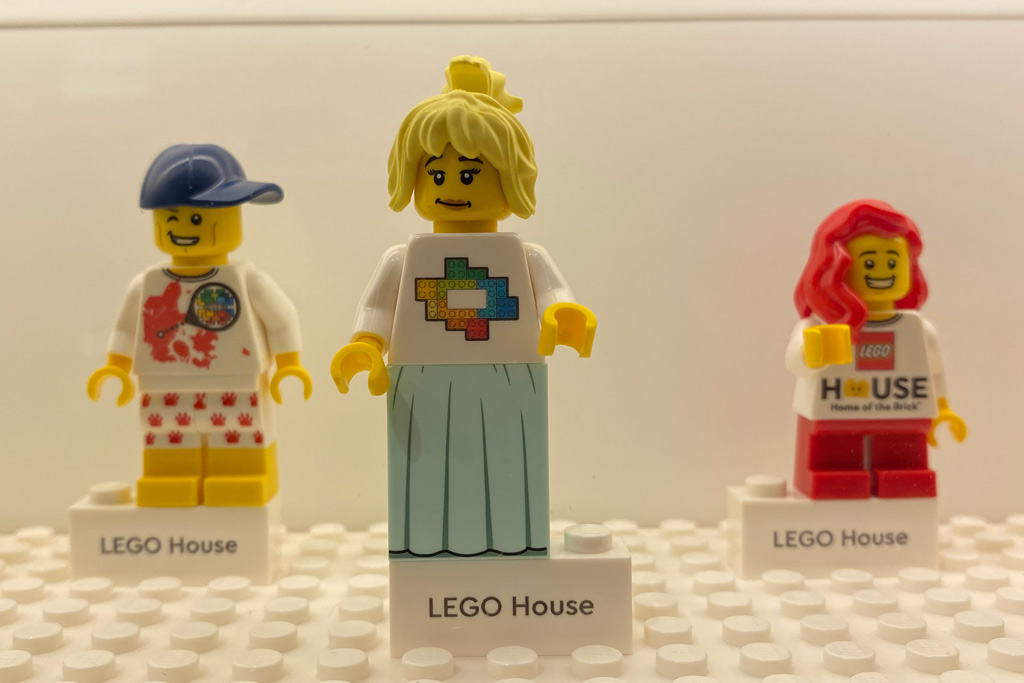 minifiguren-fabrik-lego-house-store-2 zusammengebaut.com
