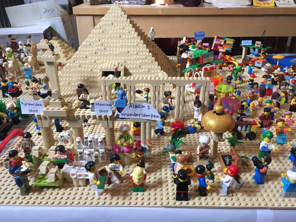 LEGO Pyramide Schaufenster