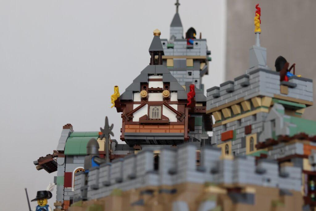 Fachwerkhaus auf dem Burggelände der LEGO Burg von DERBOOR