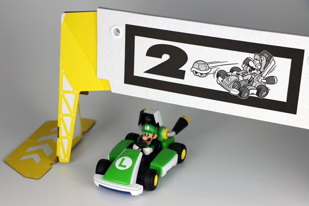 Mario Kart Live Home Circuit Luigi und Pappaufsteller