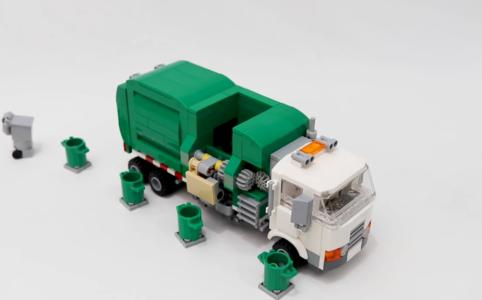 Grüne Müllabfuhr mit Greifarm