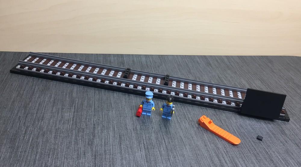 Standfuß samt Minifiguren nach Bauabschnitt 1