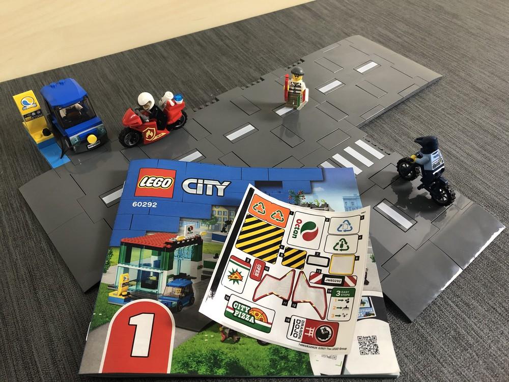 LEGO City Set 60292 Stadtzentrum nach Bauabschnitt 1 samt Anleitung und Stickerbogen