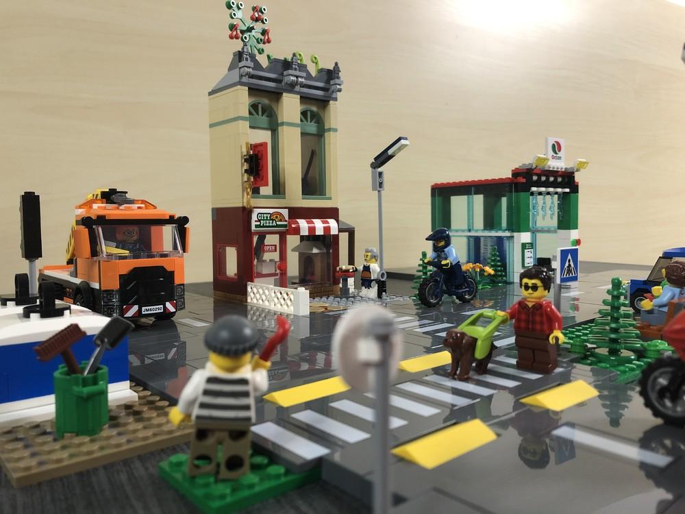 Froschperspektive aus den kombinierten LEGO City Sets 60292 und 60304