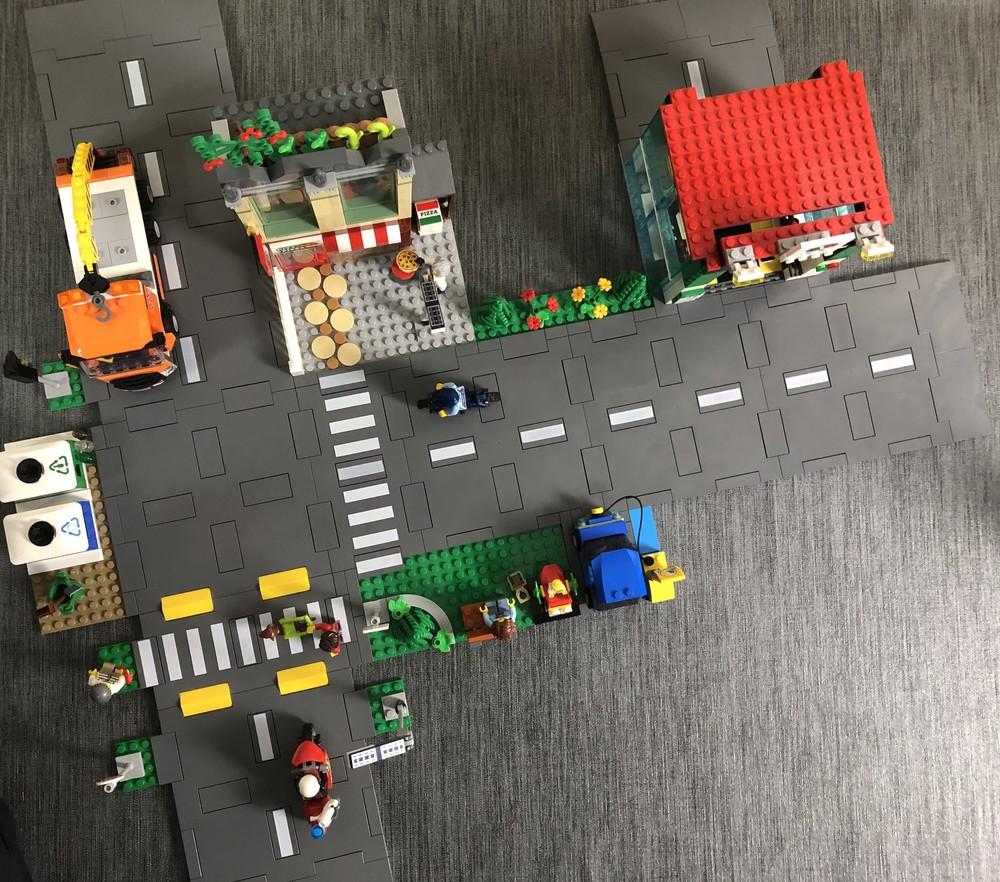 Vogelperspektive aus den kombinierten LEGO City Sets 60292 und 60304