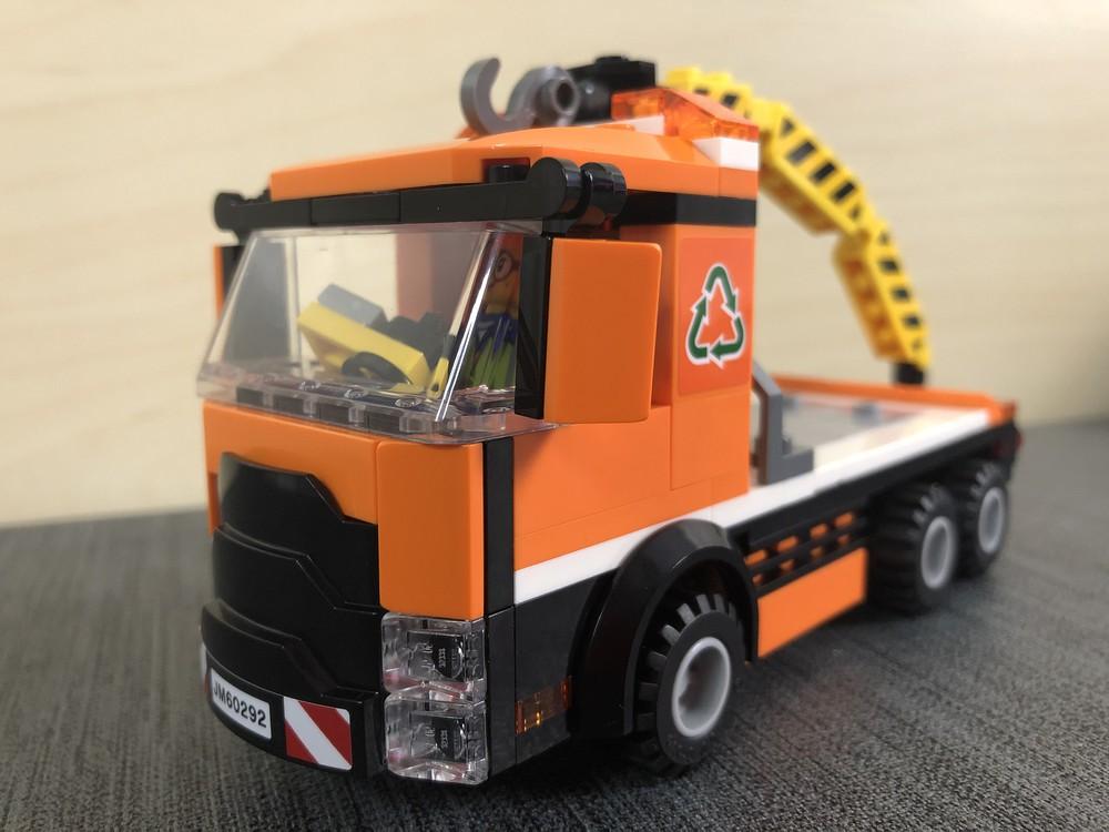 Orangener LEGO Mülltransporter für die Müllcontainer