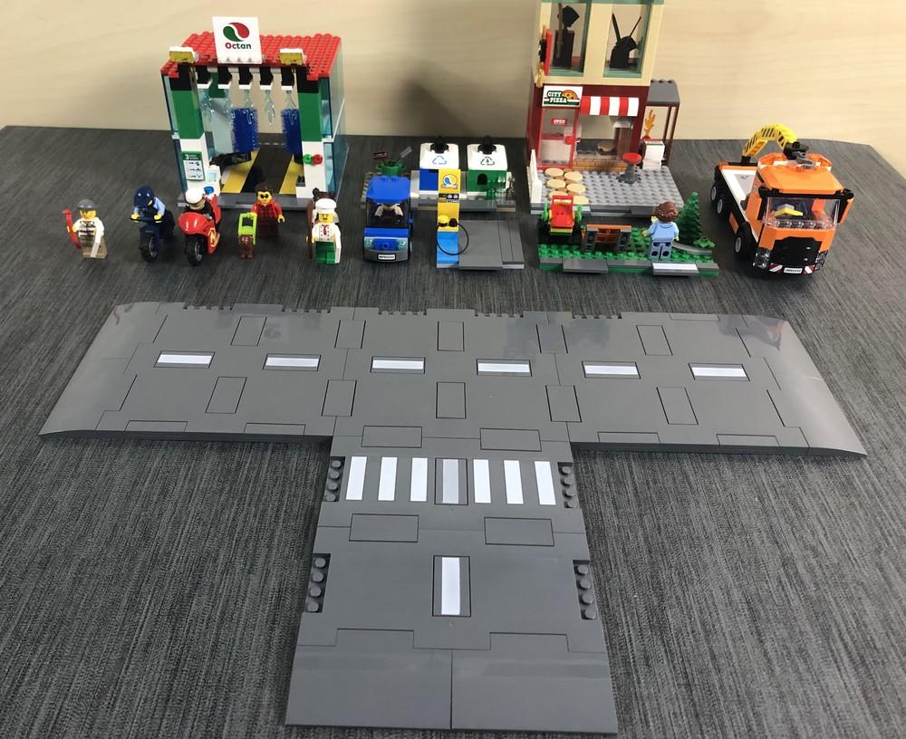 Alle einzelnen Module, Figuren, Fahrzeuge und Straßenplatten aus dem LEGO City Set 60292 Stadtzentrum