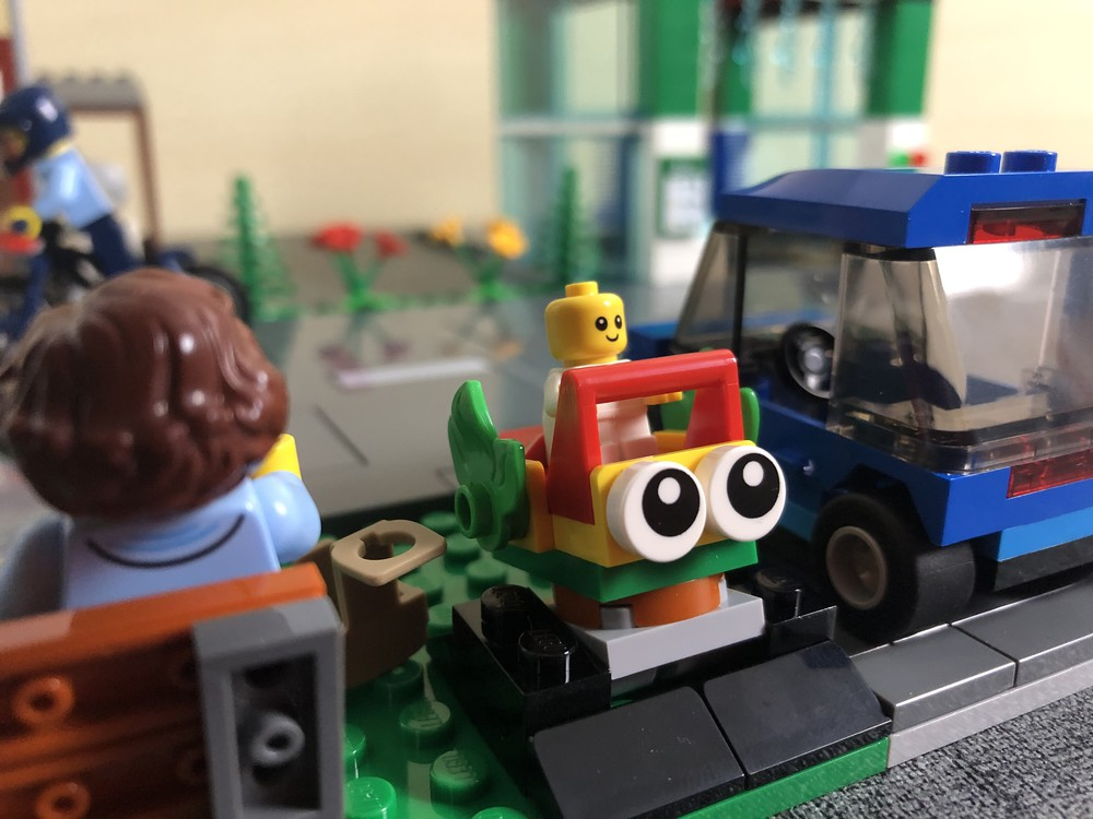 LEGO Baby in Wippe