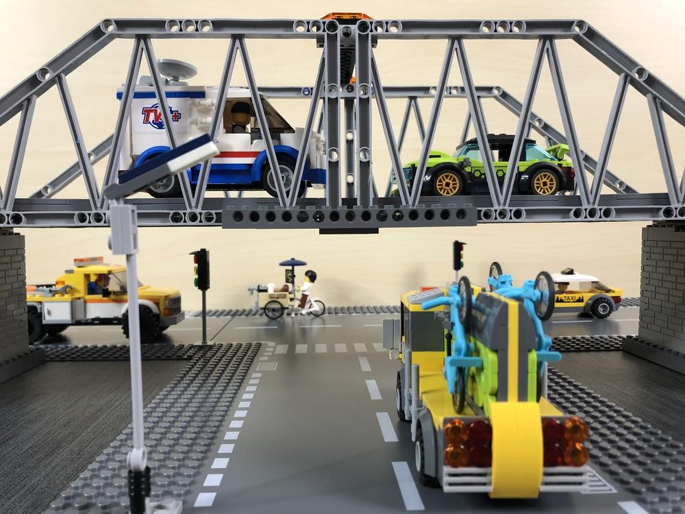 Fahrzeuge ober- und unterhalb der Brücke