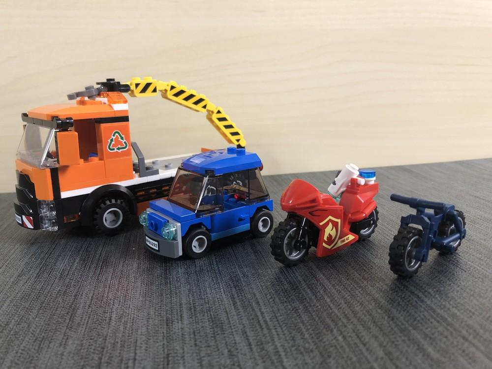 Alle vier Fahrzeuge aus dem LEGO Set 60292 Stadtzentrum