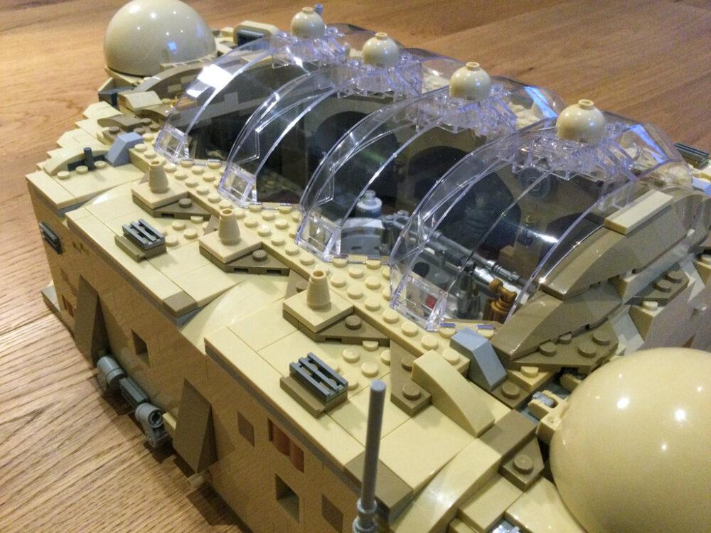 LEGO Star Wars 75290 Mos Eisley Cantina mit ergänzter Dachkonstruktion