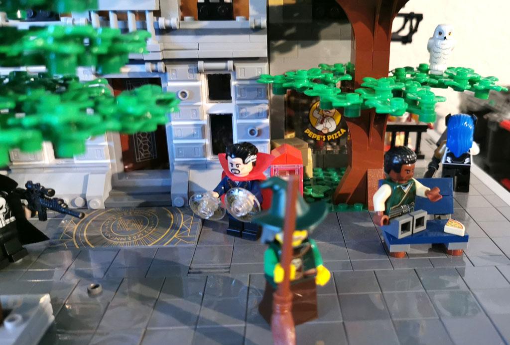 BenBricks LEGO Stadt Dr. Strange sorgt für Ordnung