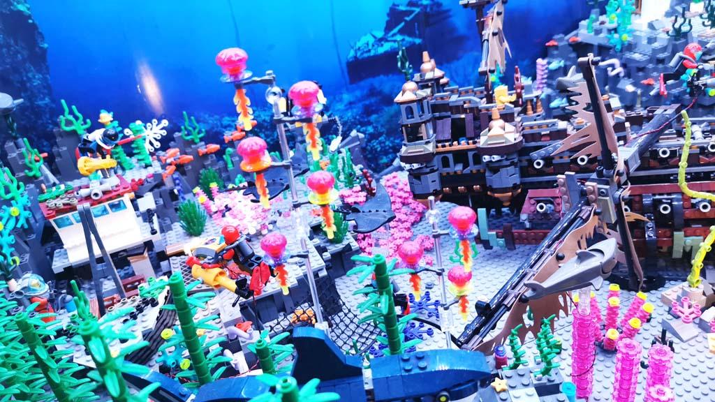 BenBricks bunte Unterwasserwelt mit der LEGO 71042 Silent Mary