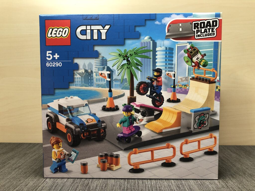 LEGO City 60290 Skatepark Box von vorne