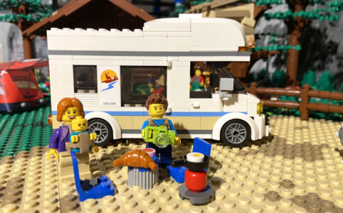 Das LEGO City 60283 Ferien-Wohnmobil