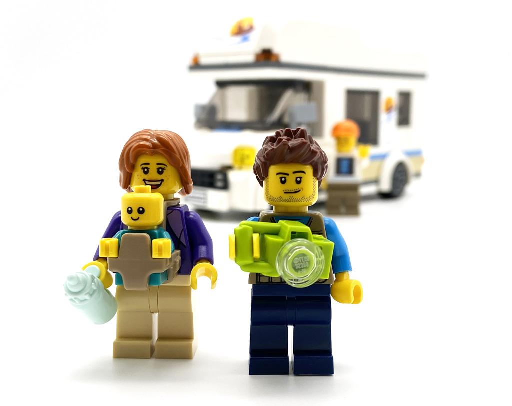 Das LEGO City 60283 Ferien-Wohnmobil die Minifiguren