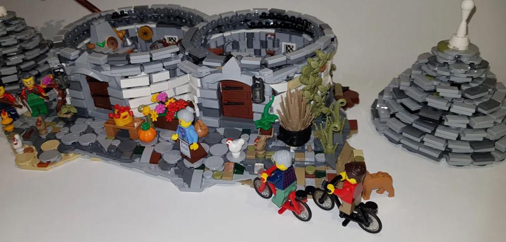 LEGO Ideas The Trulli of Alberobello von By Renato Lovicario RennaWSL Die Trulli mit abnehmbaren Dach und den zugehörigen Minifiguren