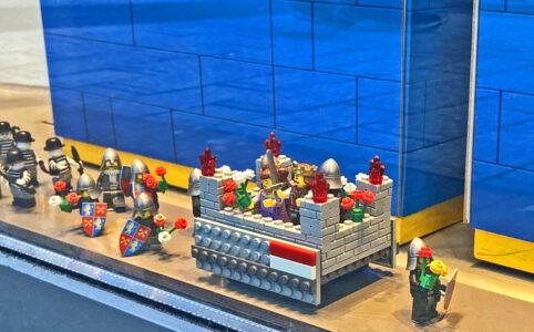 Karnevalsumzug im Kölner LEGO Store