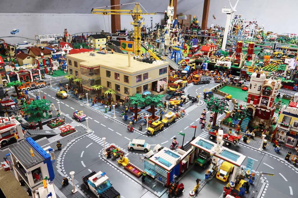 LEGO Stadt Bricks go WILD das Einkaufszentrum