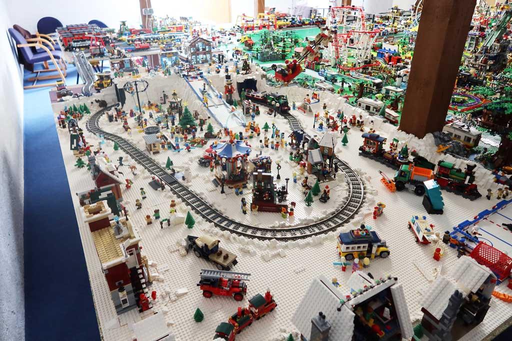 LEGO Stadt Bricks go WILD das Winterdorf