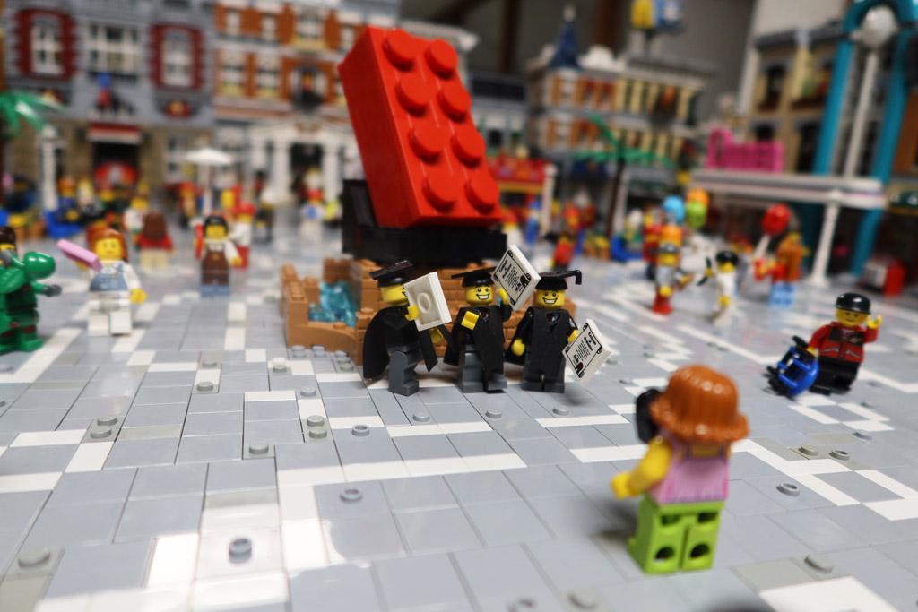 LEGO Stadt Wild City von Bricks go WILD Der Stadtplatz
