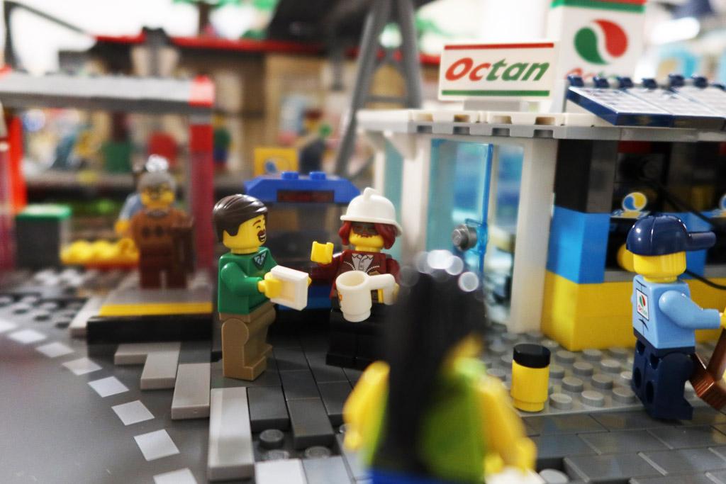 LEGO Stadt Wild City von Bricks go WILD Auf einen Kaffee