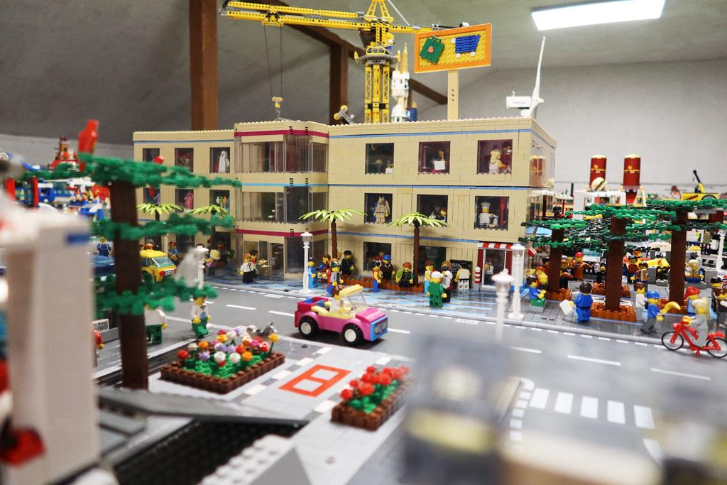 LEGO Stadt Wild City von Bricks go WILD, das Einkaufszentrum