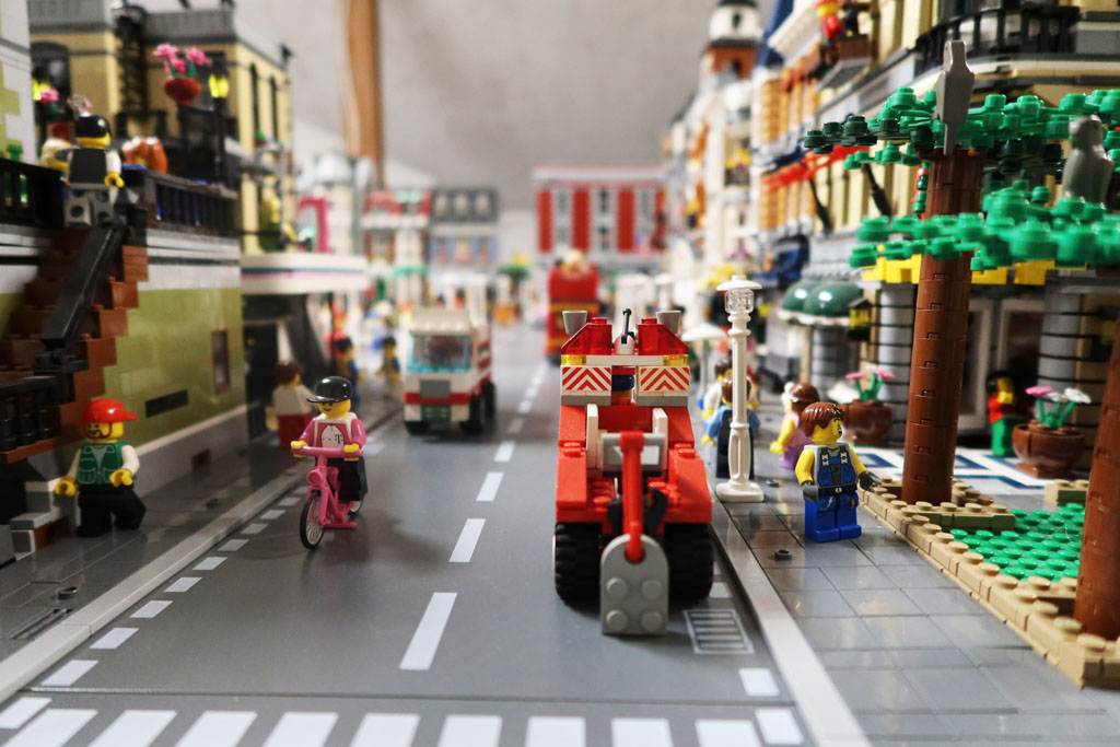 LEGO Stadt Wild City von Bricks go WILD auf der Straße
