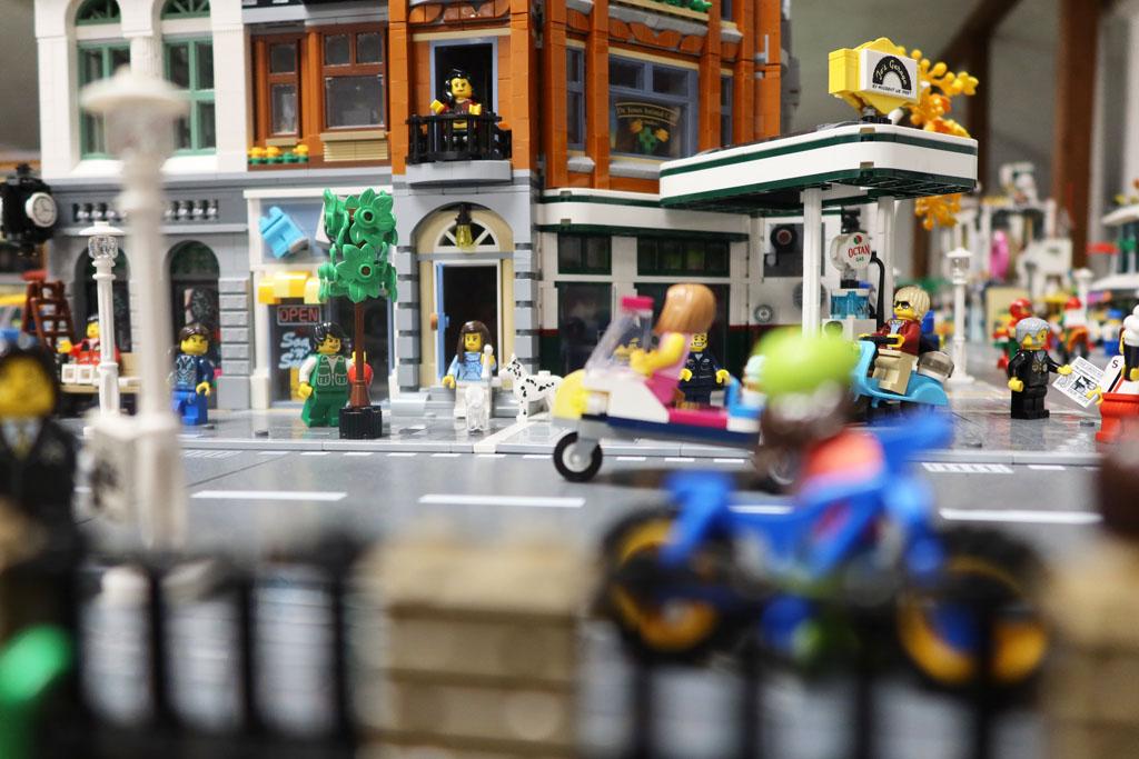 LEGO Stadt Wild City von Bricks go WILD Straßenbild