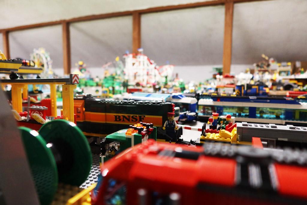 LEGO Stadt Wild City von Bricks go WILD Der Güterbahnhof