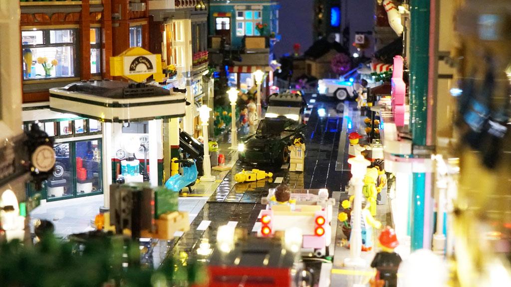 Stadtgespräch Bricksonville im Überblick auf der Straße