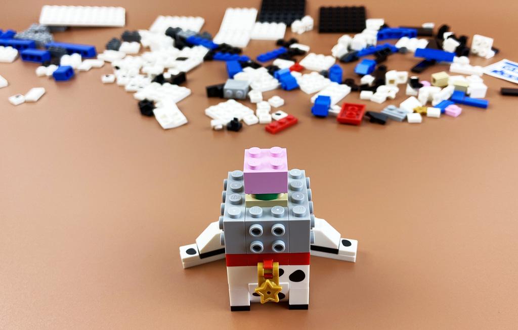 LEGO BrickHeadz 40479 Dalamtiner und Welpe Liebgewonnene Tradition: der Rosa Stein im Inneren