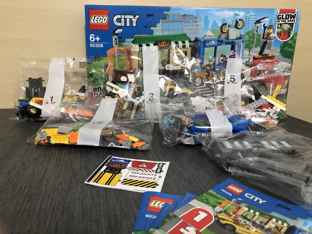 Der gesamte Inhalt des LEGO Sets 60306